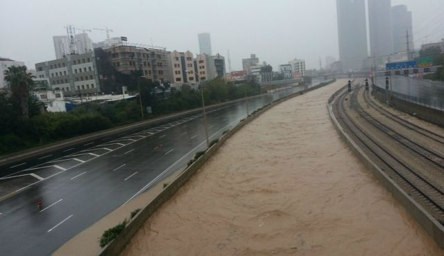 Ayalon Highway, Tel Aviv,  shut down in both directions due to flooding. January 8, 2013.    Photo by Moti Milrod